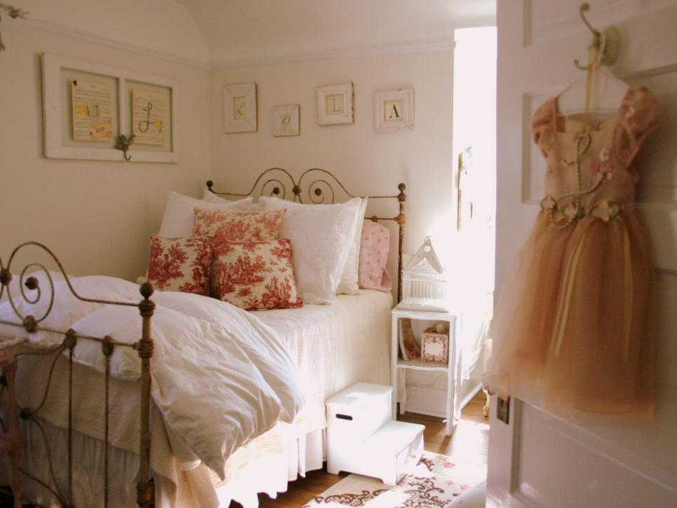 33 cute and simple shabby chic bedroom decorating ideas - Little girls shabby chic bedroom ...