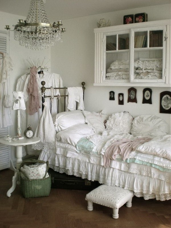 33 cute and simple shabby chic bedroom decorating ideas Shabby chic bedroom accessories