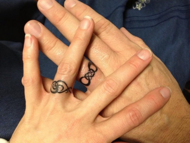 50 cool wedding ring tattoos to express their undying love ecstasycoffee. Black Bedroom Furniture Sets. Home Design Ideas