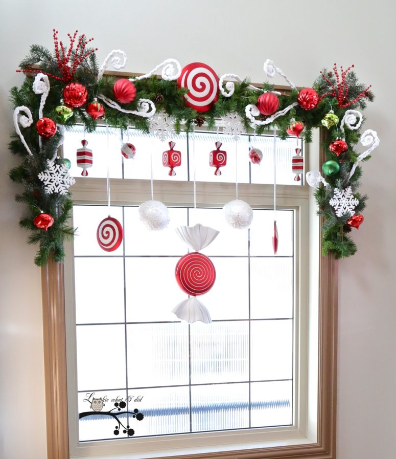 43 elegant christmas window decor ideas for Christmas window mural
