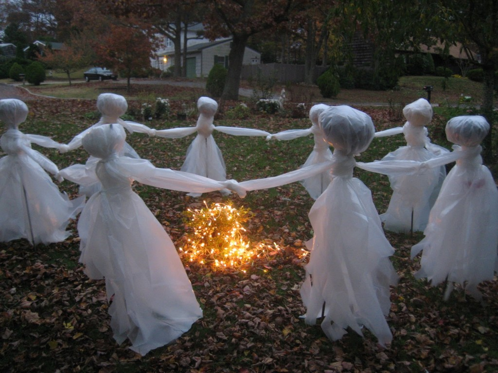 30 awesome diy halloween outdoor decorations ideas for Halloween decoration yard