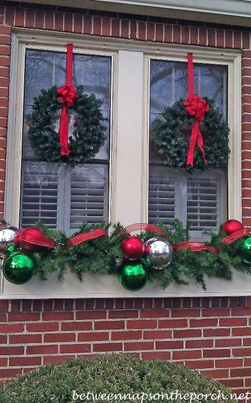 43 Elegant Christmas Window Decor Ideas