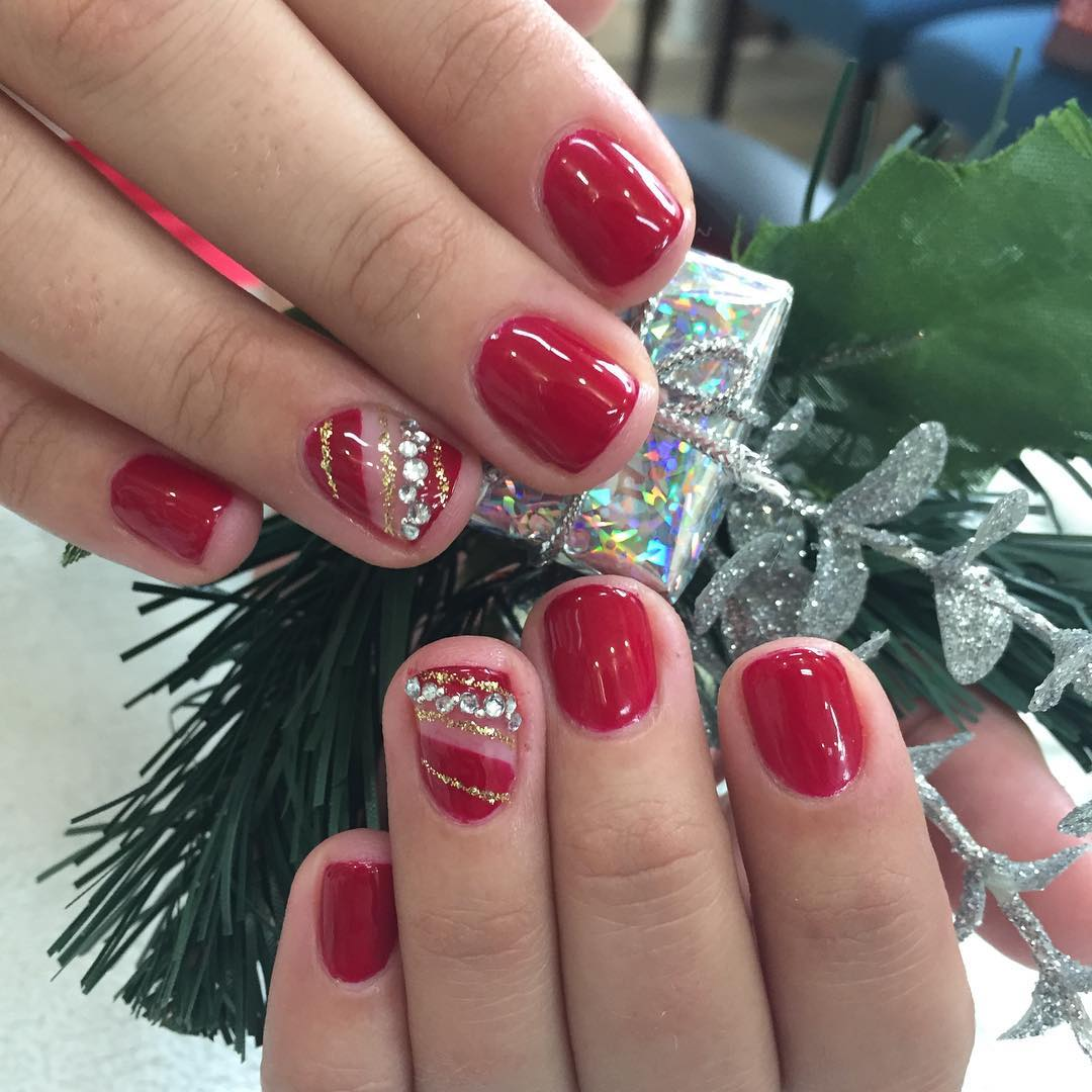 55 Wear The Spirit Of Christmas With These Joyful Christmas Nail Ideas